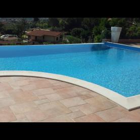 Bordo piscina classico con raggio rovescio
