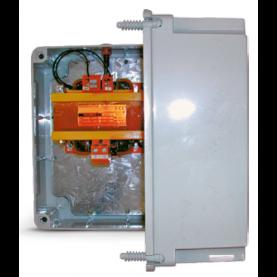 Trasformatori di sicurezza in casetta stagna IP 56 per fari piscina.